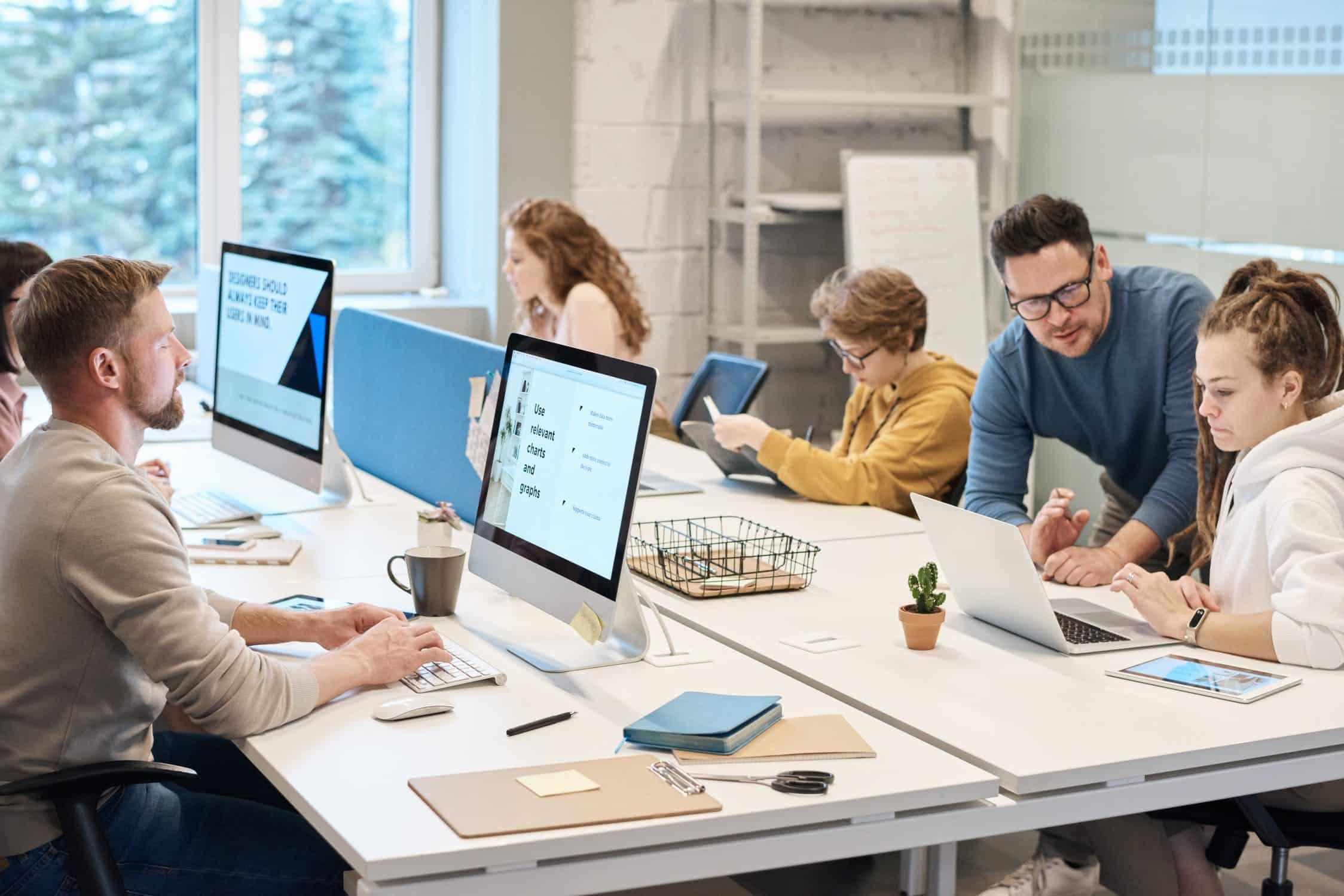 Vacatureteksten schrijven recruitment bureau werknemers computers
