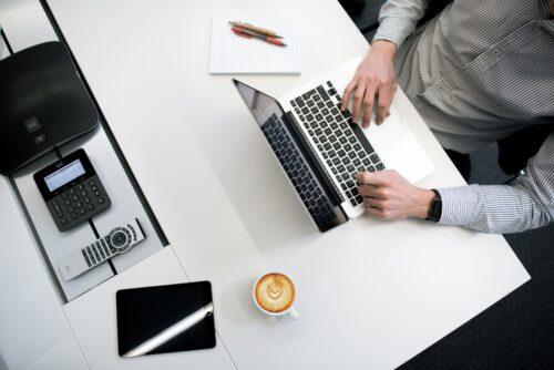 Recruitmentspecialist Adver-Online branche zakelijke dienstverlening